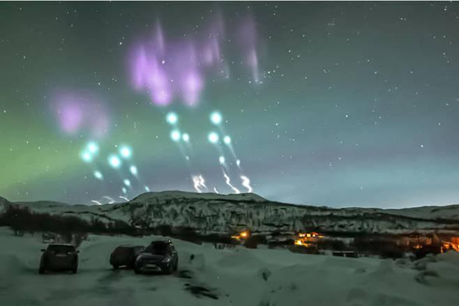 침공.노르웨이 밤하늘에 펼쳐