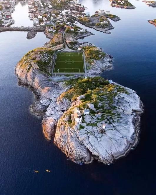 노르웨이의 어떤 축구장.jpg